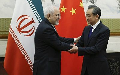 Chinese State Councillor and Foreign Minister Wang Yi (R) meets Iran's Foreign Minister Mohammad Javad Zarif at the Diaoyutai state guesthouse in Beijing on May 13, 2018. (AFP PHOTO / POOL / THOMAS PETER)