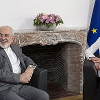 Iranian Foreign Minister Mohammad Javad Zarif (L) meets with European Union Foreign Policy Chief Federica Mogherini, to discuss Iran's nuclear deal, on May 15, 2018 at the EU headquarters in Brussels. (AFP PHOTO / POOL / Thierry Monasse)