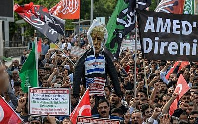 Protesters hold an effigy of US President Donald Trump as they shout slogans in Diyarbakir, Turkey, on May 15, 2018. (AFP  / ILYAS AKENGIN)