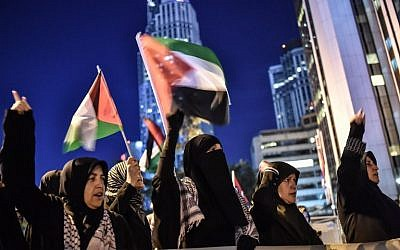 Protestors wave Palestinian flags in front of Israel consulate in Istanbul on May 15, 2018. (OZAN KOSE/AFP)
