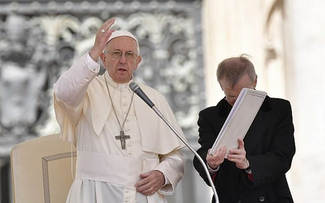 Pope Francis blesses the crowd at the end of a weekly general audience at St. Peter's square on May 16, 2018, in Vatican. (AFP PHOTO / Andreas SOLARO)