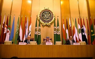 Saudi Foreign Minister Adel al-Jubeir (C) and Arab League Secretary-General Ahmed Aboul Gheit (L) attend the Arab League Foreign Ministers meeting in the Egyptian capital Cairo on May 17, 2018. (AFP Photo/Mohamed El-Shahed)