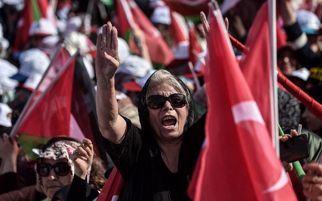 Protesters react as they listen to the speech of the Turkish President during a protest rally in Istanbul on May 18, 2018, against the recent killings of Palestinian protesters on the Gaza-Israel border and the US embassy move to Jerusalem.  (AFP PHOTO / OZAN KOSE)