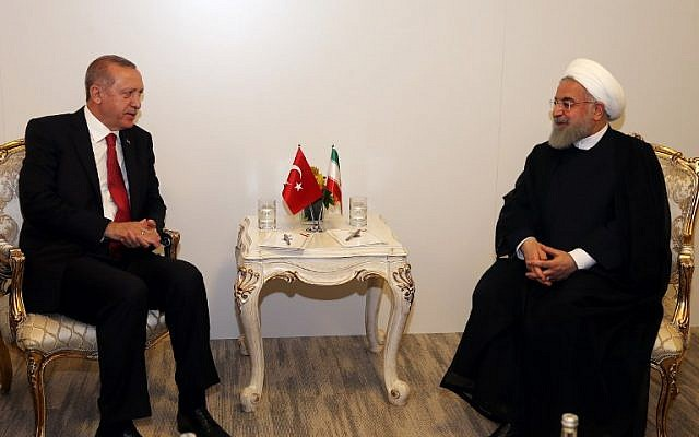 Turkish President Recep Tayyip Erdogan, left, speaks with Iranian President Hassan Rouhani  during a meeting in Istanbul, Turkey on May 18, 2018. (AFP PHOTO/POOL/Cem OKSUZ)