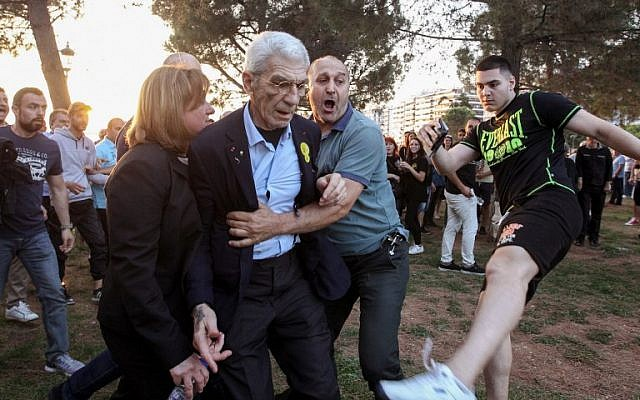 The mayor of Greece's second city, Thessaloniki, Yiannis Boutaris (C) is helped  after being assaulted by suspected far-right members at a rally in Thessaloniki on May 19, 2018. (AFP/Eurokinissi/Eurokinissi)