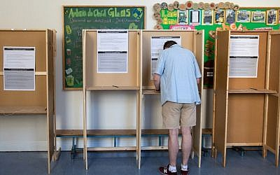 A voter prepares his ballot paper at the Marlborough Street National School polling station in Dublin, Ireland on May 25, 2018, during the Irish referendum on liberalizing the abortion law. (AFP PHOTO / BARRY CRONIN)