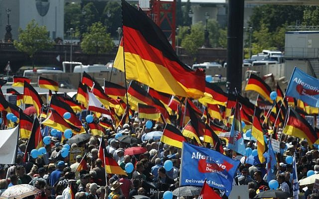 "Alternative for Germany (AfD)'s demonstrators holding placards and German flags gather at the main station in Berlin to attend the ""demonstration for the future of Germany"" called by the far-right AfD in Berlin on May 27, 2018. (AFP PHOTO / Odd ANDERSEN)"