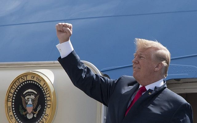 US President Donald Trump pumps his fist to the crowd as he arrives at Ellington Field Joint Reserve Base in Houston, Texas on May 31, 2018. (AFP PHOTO / JIM WATSON)