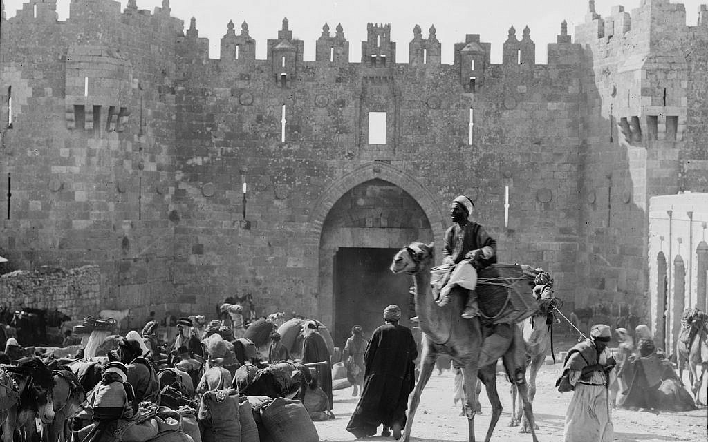 Merchants outside the Damascus Gate, ca. 1898-1919. (American Colony)