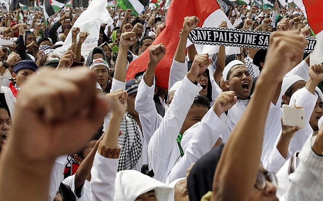 "Protesters shout slogans ""God is Great"" during a rally against the US plan to move its embassy in Israel from Tel Aviv to Jerusalem, at Monas, the national monument, in Jakarta, Indonesia, May 11, 2018. (AP Photo/Achmad Ibrahim)"