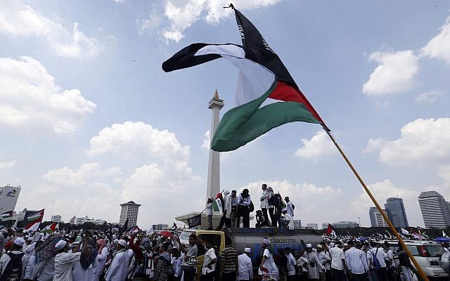 Protesters gather during a rally against the US plan to move its embassy in Israel from Tel Aviv to Jerusalem, at Monas, the national monument, in Jakarta, Indonesia, May 11, 2018. (AP Photo/Achmad Ibrahim)