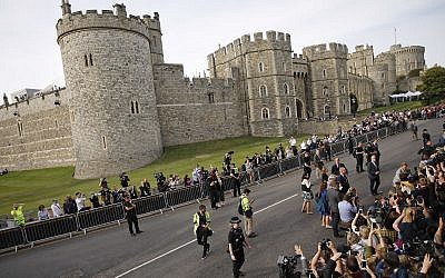 Crowds outside Windsor, near London, England, Friday, May 18, 2018. Preparations continue in Windsor ahead of the royal wedding of Britain's Prince Harry and Meghan Markle on Saturday May 19. (AP Photo/Emilio Morenatti)
