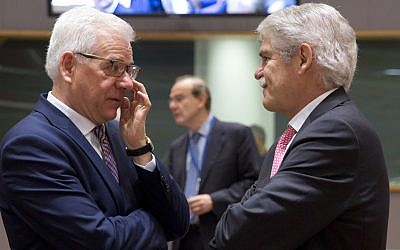 Polish Foreign Minister Jacek Czaputowicz, left, speaks with Spanish Foreign Minister Alfonso Dastis Quecedo during a meeting of EU foreign ministers at the Europa building in Brussels on May 28, 2018. (AP Photo/Virginia Mayo)
