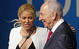 Colombian singer Shakira, left, talks with Israeli president Shimon Peres at their press conference at the President's Conference in Jerusalem, Tuesday, June 21, 2011. (AP Photo/Tara Todras-Whitehill)
