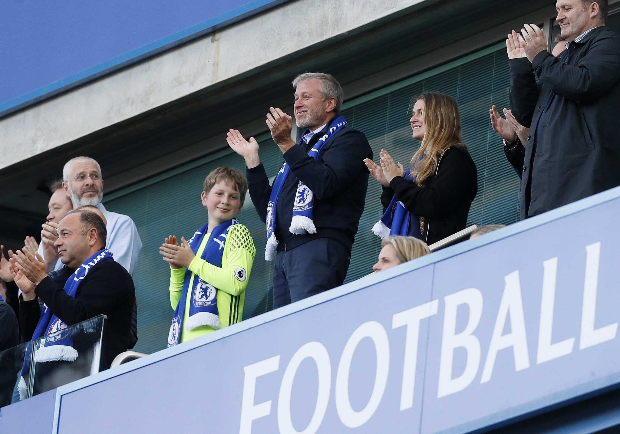 chelsea owner abramovich reportedly stuck waiting for new