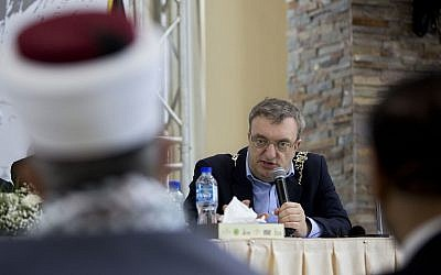Dublin Mayor Micheal Mac Donncha speaks in a conference in the West Bank city of Ramallah, April 11, 2018. (AP Photo/Majdi Mohammed)