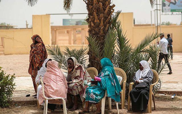 Illustrative photo of Sudanese women on April 11, 201 in Khartoum, Sudan. (AP /Mosa'ab Elshamy)