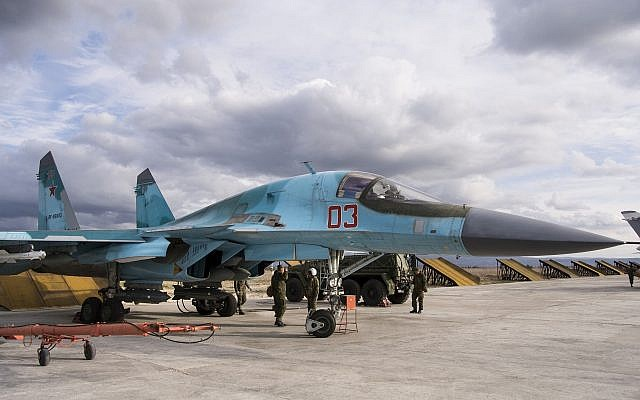 A Russian air force technician reports to a pilot that a Su-34 bomber is ready for a combat mission at Hemeimeem airbase in Syria on January 20, 2016.  (AP Photo/Vladimir Isachenkov)