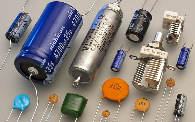 Illustrative: Electronic capacitors. (Eric Schrader/Wikipedia, CC-BY-SA-2.0)