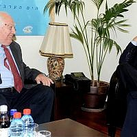Prime Minister Benjamin Netanyahu (R) meets with Middle East historian Bernard Lewis at the Prime Minister's Office. (Government Press Office)