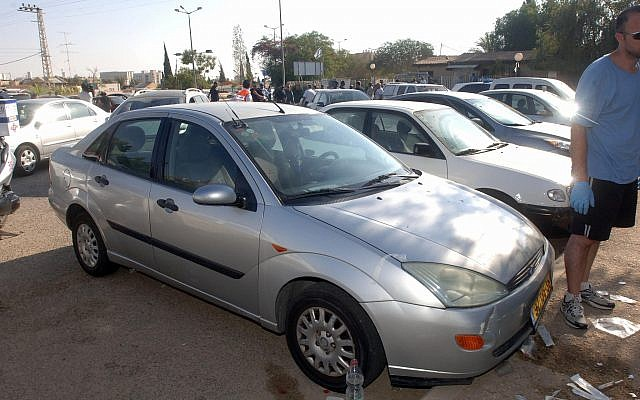 Illustrative: The car where a 3-year-old boy was found unconscious in Beersheba on August 11, 2013. (Dudu Greenspan/Flash90)