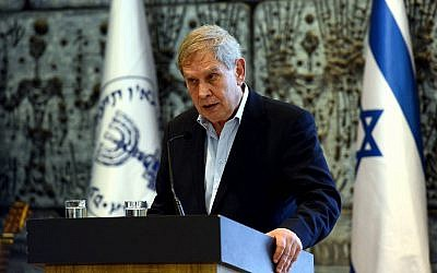 Head of the Mossad Tamir Pardo speaks during a ceremony marking 50 years since the death of Mossad agent Eli Cohen, at the President's residence on May 18, 2015. (Haim Zach/GPO)