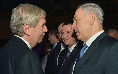 Prime Minister Benjamin Netanyahu, right, seen with outgoing Mossad chief Tamir Pardo during a farewell ceremony in Tel Aviv on January 5, 2015. (Kobi Gideon/GPO)