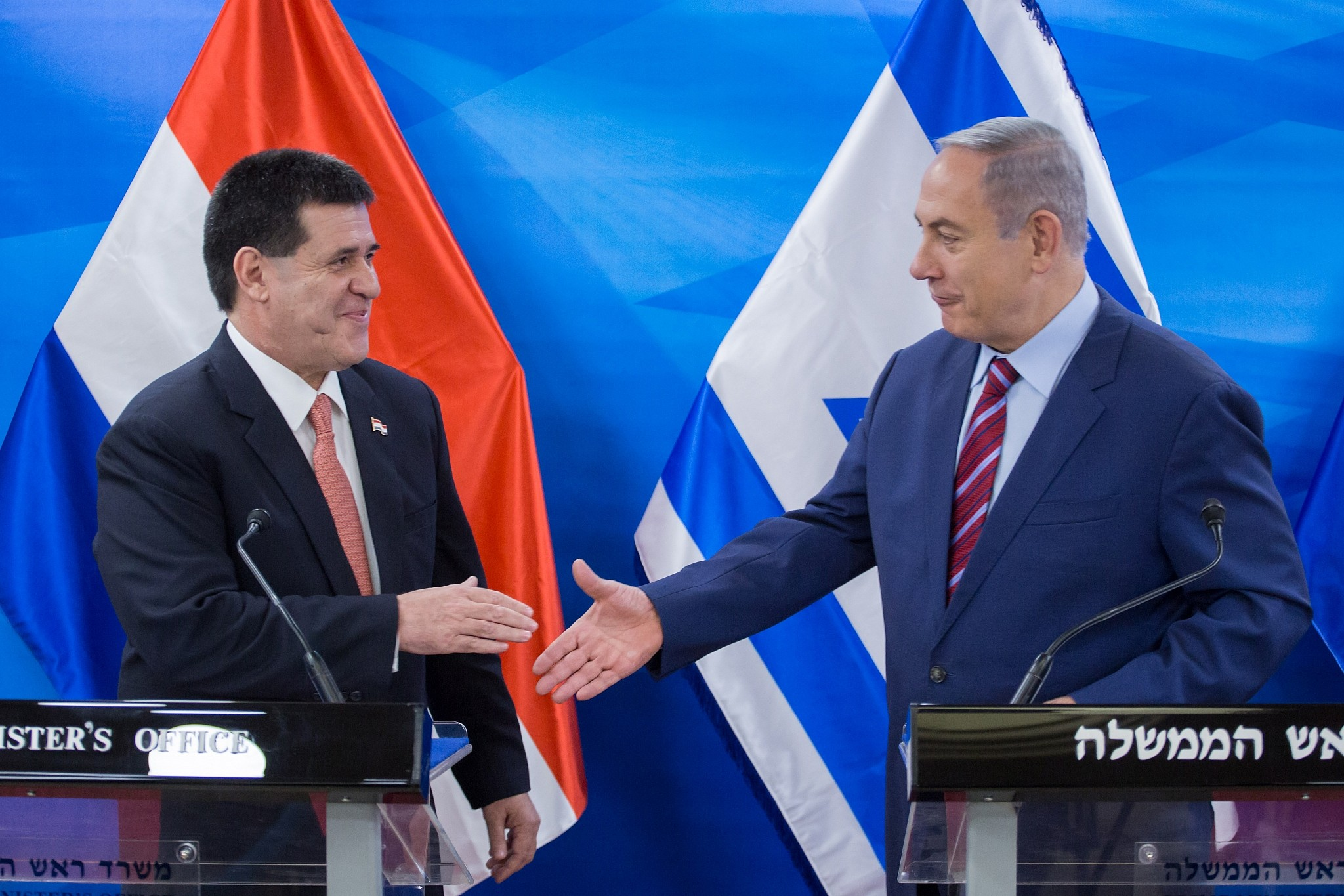 Prime Minister Benjamin Netanyahu meets with Paraguay President Horacio Cartes at the Prime Minister's office in Jerusalem