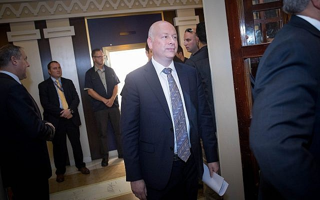 US President Donald Trump's Middle East envoy Jason Greenblatt,arrives at a news conference about a water-sharing agreement between Jordan, Israel and the Palestinian Authority, in Jerusalem, July 13, 2017. (AFP/POOL/RONEN ZVULUN)
