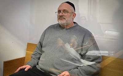 Yehoshua Elitzur who was convicted of killing Palestinian taxi driver Sael a-Shatiya in 2004, is seen at the Tel Aviv District Court after he was extradited from Brazil, January 18, 2018. (Flash90)