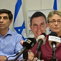 Leah, right, and Simcha Goldin, parents of late Israeli soldier Hadar Goldin whose body was kidnapped by Hamas  in the Gaza Strip, attend a press conference in Ramat Gan, April 25, 2018. (Flash90)