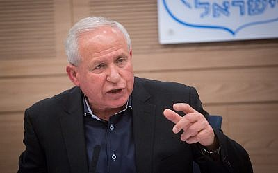 Chairman of the Foreign Affairs and Security Committee, MK Avi Dichter (Likud), leads a committee meeting at the Knesset, on April 30, 2018. (Miriam Alster/Flash90)