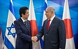 Prime Minister Benjamin Netanyahu (r) and Japanese Prime Minister Shinzo Abe at the Prime Minister's Office in Jerusalem, on May 2, 2018. (Yonatan Sindel/Flash90)