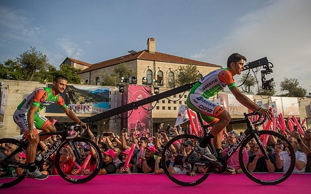 The teams presentation of the 101st Giro d'Italia in Jerusalem on May 3, 2018, ahead of the opening of the competition on Friday. (Yonatan Sindel/Flash90)