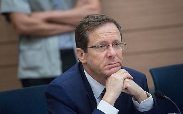 Opposition leader MK Isaac Herzog (Zionist Union) attends a discussion at the Knesset, May 8, 2018. (Miriam Alster/Flash 90)
