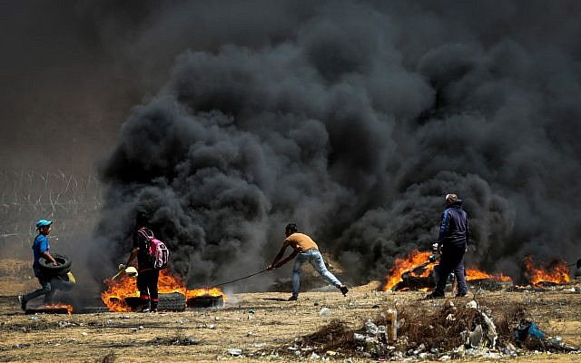 Palestinian protesters during clashes with Israeli forces along the border with the Gaza strip east of Gaza City on May 11, 2018. (Abed Rahim Khatib/Flash90)