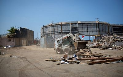 Demolition begins on the abandoned Dolphinarium building in Tel Aviv on May 15, 2018. (Miriam Alster/Flash90)