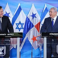 Prime Minister Benjamin Netanyahu meets with President of Panama, Juan Carlos Varela at the Prime ministers office in Jerusalem on May 17, 2018. (Marc Israel Sellem/POOL)
