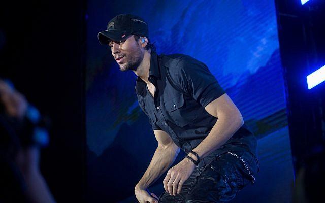 Spanish singer Enrique Iglesias performs at Yarkon Park in Tel Aviv on May 27, 2018. (Miriam Alster/Flash90)