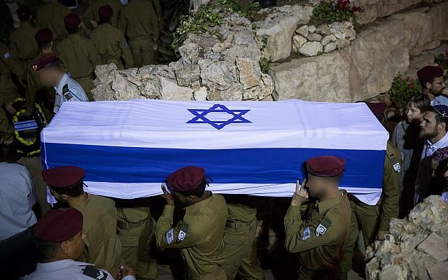 Soldiers carry the coffin of their comrade Ronen Lubarsky during his funeral at the Mount Herzl Military Cemetery in Jerusalem, on May 27, 2018 (Yonatan Sindel/Flash90)