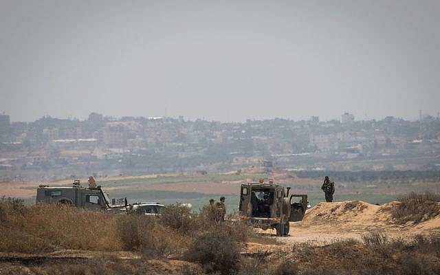 Israeli soldiers guard on the border with the Gaza Strip on May 29, 2018. (Yonatan Sindel/Flash90)
