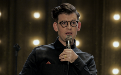 Comedian Moshe Kasher performing in 'The Honeymoon Special' (Netflix)