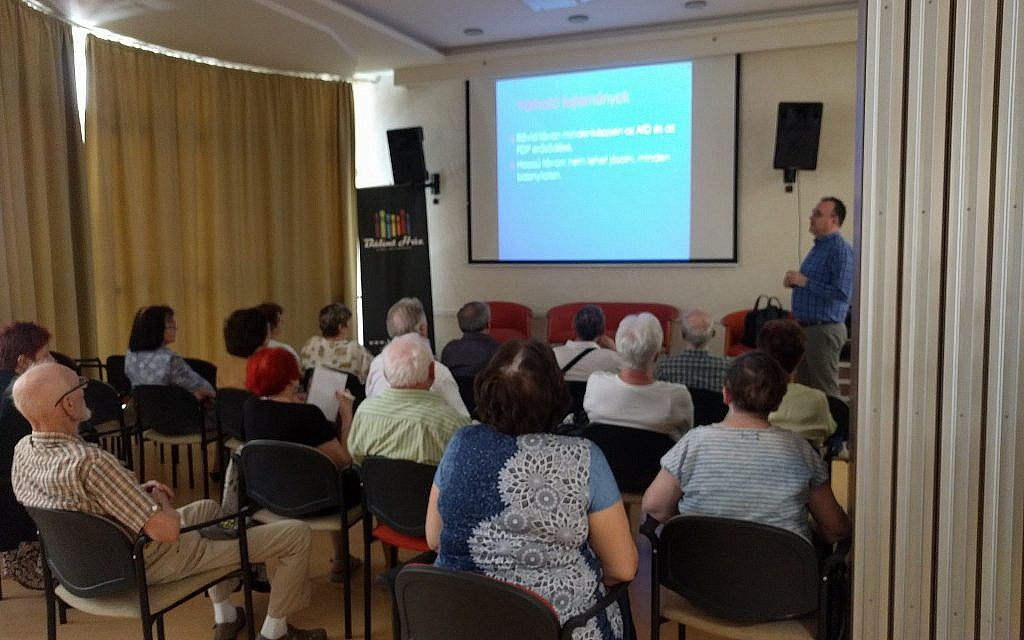 An adult education class for the elderly at the Balint JCC. (Yaakov Schwartz/ Times of Israel)