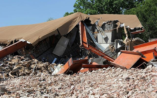 The partially-demolished United Orthodox Synagogue sanctuary. (Tracy Frydberg/Times of Israel)