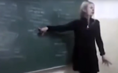 Denise Yanet Evequoz, an Argentinian history teacher, gives a lesson in 2015 in which she repeated anti-Semitic tropes and praised Nazi dictator Adolf Hitler. (Screen capture: YouTube)