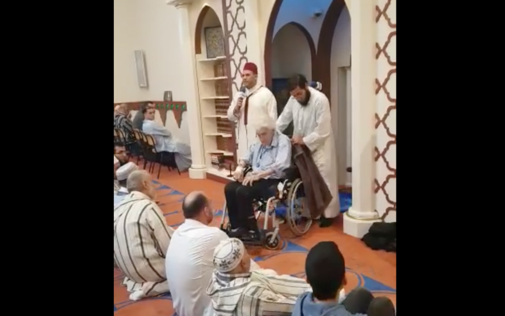 Still from a video posted by Amsterdam's Blue Mosque showing what it says is the conversion to Islam of 87-year-old Sal van Coeverden on May 4, 2019 (Facebook)