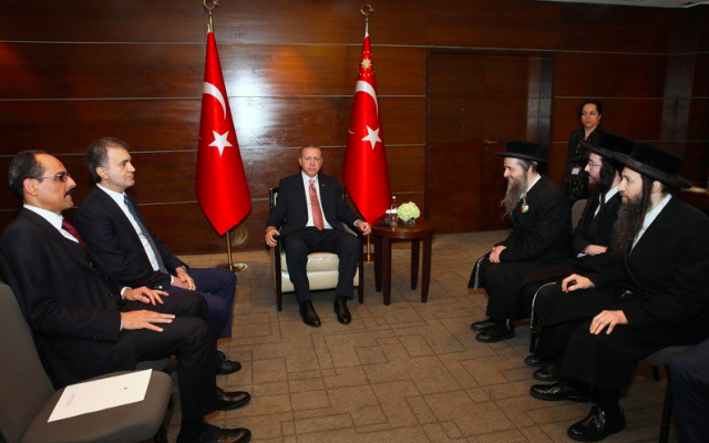 Turkish President Recep Tayyip Erdoğan hosts representatives of the rabidly anti-Zionist group Neturei Karta in London, May 15, 2018 (Twitter)