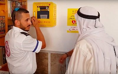 An MDA medic hangs up a defibrillator at a mosque in Sakhnin on May 18, 2018. (Screen capture/YouTube)