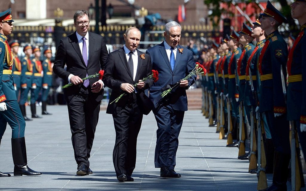 (R to L) Prime Minister Benjamin Netanyahu, Russian President Vladimir Putin and Serb President Aleksandar Vucic attend a wreath-laying ceremony for the unknown soldier at the memorial for Red Army soldiers in Moscow, Russia, on April 9, 2018. (GPO Amos Ben-Gershom)