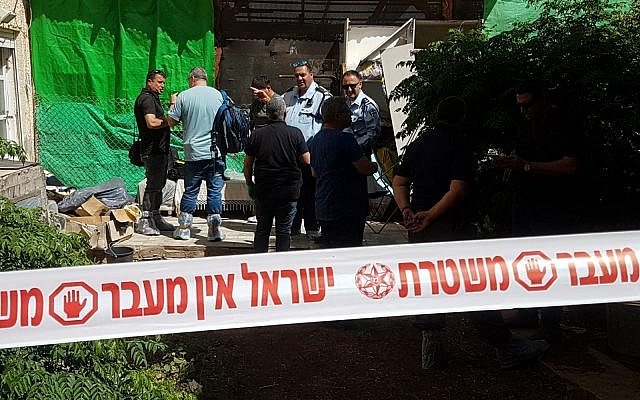 Police officers at the scene of a suspected murder-suicide in the northern city of Tiberias, May 16, 2018. (Israel Police)